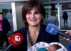 In this screen grab taken from video on Tuesday, Oct. 18, 2016, Lina Alvarez leaves Lucas Augusti Hospital with her new born baby, in Madrid, Spain.