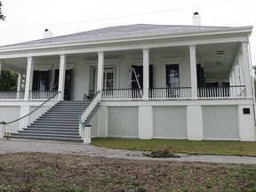 """FILE - This May 21, 2008, file photo, shows the exterior of Beauvoir, the retirement estate of Confederate President Jefferson Davis in Biloxi, Miss. Beauvoir, a beachside estate on the Mississippi Gulf Coast, was Jefferson Davis' retirement home. Now it's a privately run museum. Its director issued a statement Thursday, Aug. 17, 2017, offering to take monuments that """"any city or jurisdiction has decided to take down."""" The offer follows violence at a white nationalist rally held in Charlottesville, Va., amid plans there to remove a statue of Gen. Robert E. Lee. (AP Photo/Bill Haber, File)"""
