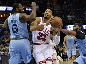 Chicago Bulls forward Otto Porter Jr. (22) drives between Memphis Grizzlies forward C.J. Miles (6) and guard Mike Conley in the second half of an NBA basketball game Wednesday, Feb. 27, 2019, in Memphis, Tenn.