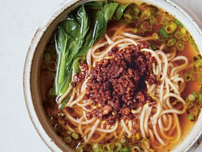 Soup noodles with ground pork topping