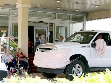 Royal Brock residents greet a truck decked out with a face mask. (RONALD ZAJAC/The Recorder and Times)
