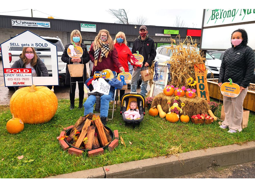 https://smartcdn.prod.postmedia.digital/nexus/wp-content/uploads/2020/10/1022-pm-1-residential-pumpkin-contest.jpg