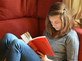 AI.girl_reading_on_couc