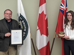 Handout/Cornwall Standard-Freeholder/Postmedia Network Alexa Zummach, right, receives South Stormont's 2019 Youth Volunteer of the Year Award from Mayor Bryan McGillis on Monday, Dec. 14, 2020, in council chambers in Long Sault, Ont.  Handout Not For Resale