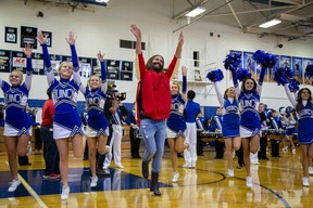 Grooming expert Jonathan Van Ness returns to his high school in the première of Queer Eye's fourth season.
