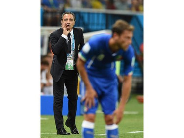 MANAUS, BRAZIL - JUNE 14:  Cesare Prandelli of Italy gives instructions during the 2014 FIFA World Cup Brazil Group D match between England and Italy at Arena Amazonia on June 14, 2014 in Manaus, Brazil.