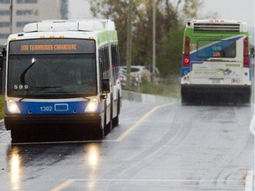 Gatineau bus drivers have voted to give their union a strike mandate in negotiations.