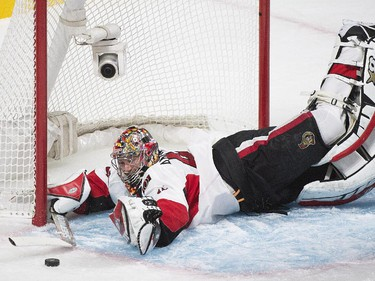 Ottawa Senators goaltender Craig Anderson makes a save against the Montreal Canadiens during second period of Game 5 NHL first round playoff hockey action in Montreal, Friday, April 24, 2015.