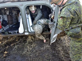 A Canadian soldier supervises Ukrainian soldiers as they conduct mine awareness drills during Operation UNIFIER at the International Peacekeeping and Security Centre (IPSC) in Starychi, Ukraine.