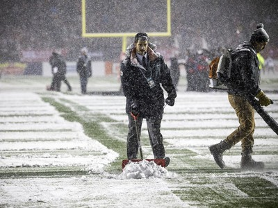 Crews were out on the field clearing snow before the 2017 Grey Cup at TD Place between the Calgary Stampeders and Toronto Argonauts.