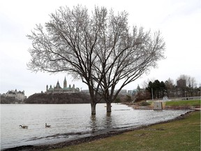 Water levels of the Ottawa River continued to rise on Tuesday, April 23, 2019. A view of the Ottawa River and Parliament Hill from behind the history museum in Gatineau.