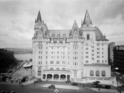 Chateau Laurier Front façade, 1930s, after completion of the second phase of the project