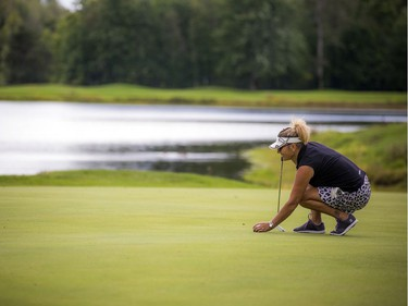 Marie Lusson lines up a putt.