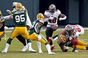 Tampa Bay Buccaneers running back Leonard Fournette runs the ball against Green Bay Packers.