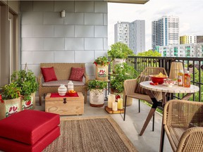 Patios can produce a ton of flavour! Proven Winners' strawberries (Berried Treasure), peppers (Fire Away) and tomatoes (Garden Treasure) are highly productive container varieties.