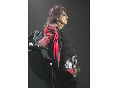 Alice Cooper opened the show at SaskTel Centre before Mötley Crüe, December 10, 2015.