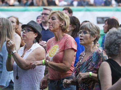 Fans listen as Jesse Cook and his band play at the 30th annual SaskTel Saskatchewan Jazz Festival in Bessborough Gardens, June 27, 2016.
