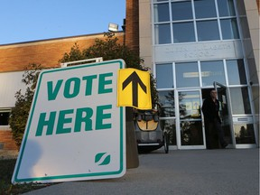 Voters flock to Queen Elizabeth School during the Saskatoon municipal election on Oct. 26, 2016.