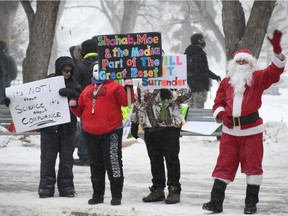 """More than 100 people gathered in Saskatoon's Kiwanis Park on Saturday, Dec. 19 for a """"freedom rally"""" protesting against various restrictions put in place to combat the spread of COVID-19, including public health orders around wearing masks and limiting gathering sizes. (Matt Olson / Saskatoon StarPhoenix)"""