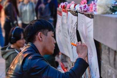 People leave messages of condolence at a makeshift memorial near Yonge and Finch on April 23, 2018 after the van attack. (EXimages/WENN.com)