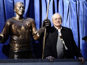 George Armstrong beside his statue on Legends Row ahead of the Legends Classic at the then-Air Canada Centre in Toronto on Nov. 8, 2015.