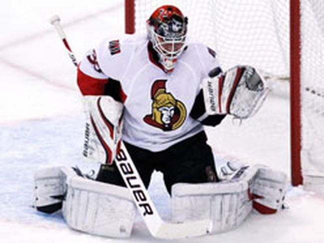 Brian Elliot as an Ottawa Senator Jan. 20, 2011. (REUTERS/Tim Shaffer)