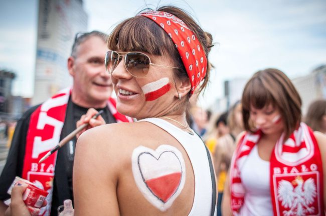 Polish football fans prepare to watch their team's EURO 2012 game against the Czech Republic, in the fanzone in Warsaw on June 16, 2012. (Wojtek Radwanski/AFP)