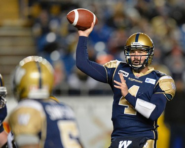 Winnipeg Blue Bombers quarterback Buck Pierce passes the ball against the Hamilton Tiger-Cats during the first half of their CFL game in Winnipeg, September 21, 2012. REUTERS/Fred Greenslade (CANADA - Tags: SPORT FOOTBALL)