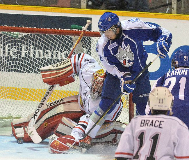 Owen Sound Attacks goalie Jordan Binnington gropes for the puck with his glove while battling Sudbury Wolves Josh Leivo in his crease during first period OHL major junior hockey action on Saturday October 27, 2012 at the Lumley Bayshore in Owen Sound. --The Sun Times\JAMES MASTERS\QMI Agency.