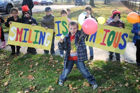 Tristan Horner, 6, spreads some smiles as part of a class project to show the world that 'Smiiling is Conatagious.' Horner and his Grade 1 class at Hannah Memorial Public School took their message to the corner of Maria and Russell streets Friday, encouraging passersby to smile and honk. DANIEL PUNCH/ THE OBSERVER/ QMI AGENCY
