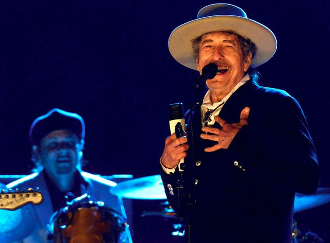 Bob Dylan performs in England in 2012. (Photo: WENN)