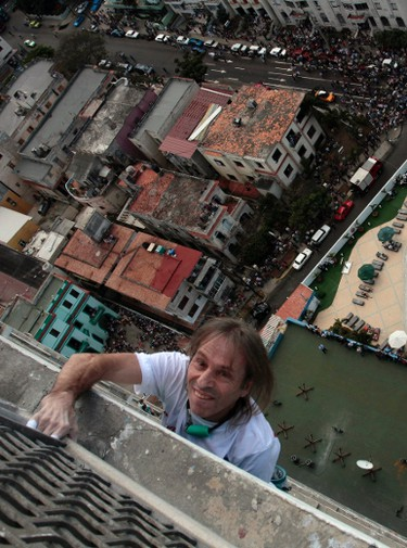 """Alain Robert of France, who is known as """"Spiderman"""", climbs the Havana Libre hotel in Havana on February 4, 2013. (REUTERS/Stringer)"""