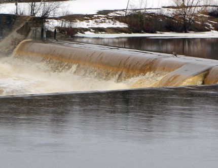 Water flowing over the Sandy Falls dam on the Mattagami River in Timmins