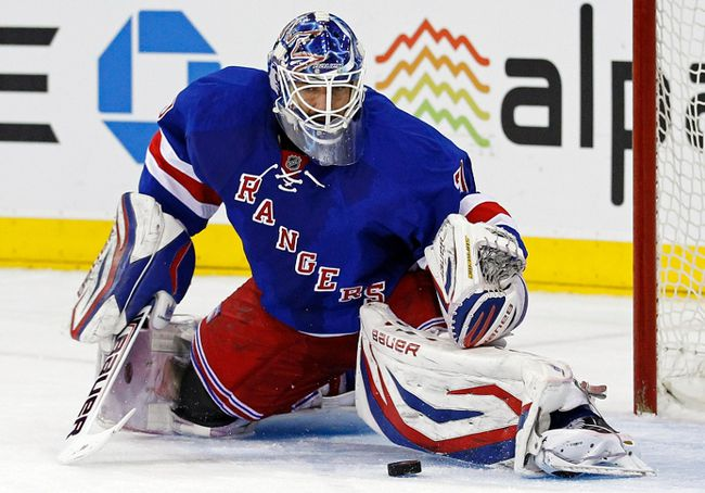 New York Rangers goalie Henrik Lundqvist makes a save during Game 6 of the NHL Eastern Conference quarterfinals against the Washington Capitals at Madison Square Garden in New York, May 12, 2013. (REUTERS/Adam Hunger)