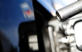 Gasoline drips off a nozzle during refuelling at a gas station.   REUTERS/Mario Anzuoni/Files