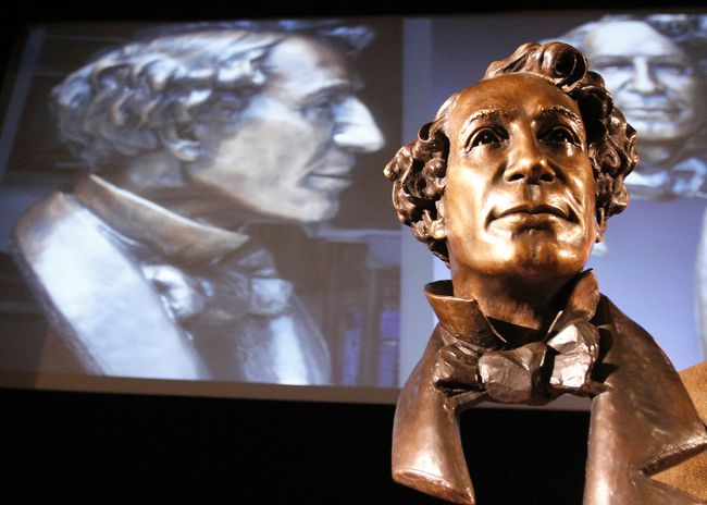 This bronze bust created by Canadian-renowned sculptor Ruth Abernethy depicts a 19-year-old John A. Macdonald on his first court case in Picton Courthouse in 1834.