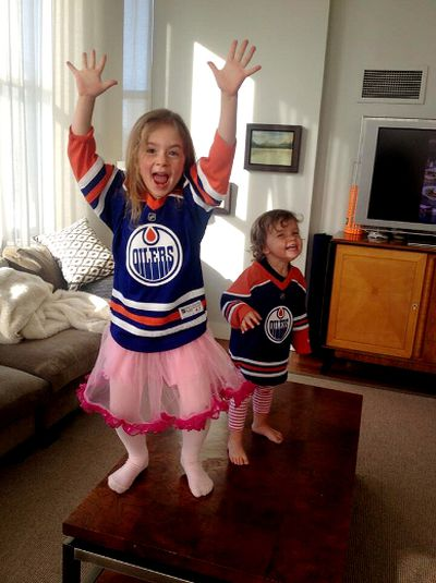 "It is not just Edmonton Oilers newest head coach, Dallas Eakins, that is excited and happy to come to the NHL team, his two children where cheering at the news as well. Dallas Eakins' wife  Ingrid Kavelaars captured the happy image and posted it on Twitter with the following post: We are leaving ""The Big Smoke"" for ""The Chuck"" Changing hash tag #GoOilersGo. Photo courtesy @ingridkavelaars"