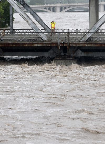 Massive flooding in Calgary looking at Langevin bridge , shot from the 4th ave. fly over as flooding continues throughout the day with more evactuations and chaos on Friday Jun 21, 2013. Darren Makowichuk/Calgary Sun/QMI AGENCY