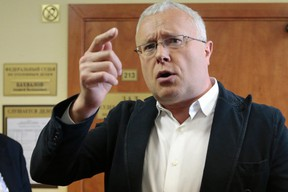 Russian media magnate Alexander Lebedev speaks to the media after his trial in Moscow, May 7, 2013. REUTERS/Tatyana Makeyeva