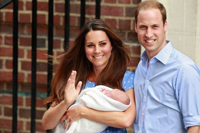 Britain's Prince William and his wife Catherine, Duchess of Cambridge appear with their baby son, outside the Lindo Wing of St Mary's Hospital, in central London July 23, 2013. Prince William officially registered the birth of his first child Friday.  (REUTERS/Cathal McNaughton)