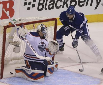 Leafs' JVR scores his second goal of game to tie it at 4-4 in third-period action against the Oilers at the Air Canada Centre on Saturday, Oct. 12. (JACK BOLAND/Toronto Sun)