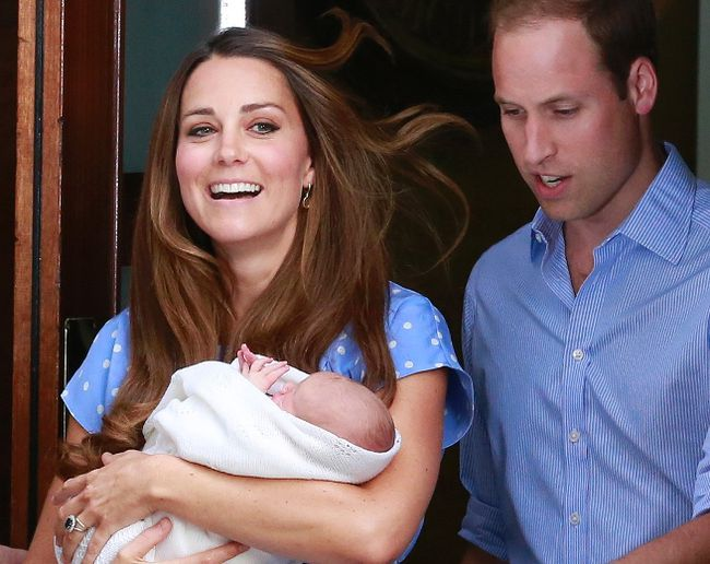 Britain's Prince William and his wife Catherine, Duchess of Cambridge, appear with their baby son Prince George outside the Lindo Wing of St Mary's Hospital, in central London on July 23, 2013. (REUTERS/Cathal McNaughton)
