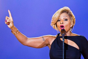 Singer Mary J. Blige performs during the Nobel Peace Prize concert in Oslo December 11, 2013. (REUTERS/Vegard Grott/NTB Scanpix)