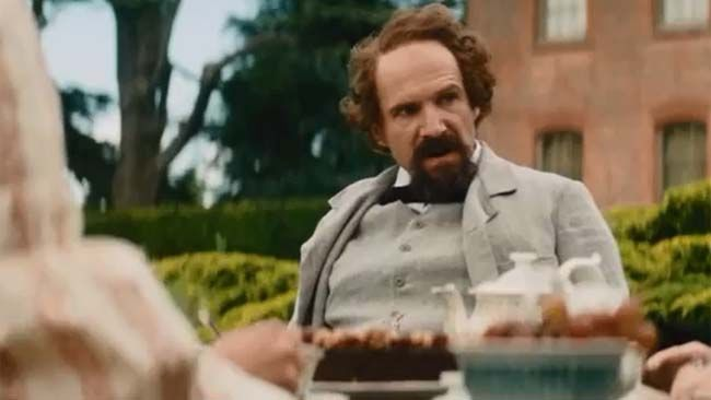Ralph Fiennes in Invisible Woman. (YouTube)