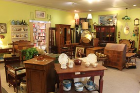 If you?re looking for one-of-a-kind furnishings for your home or unique pieces of vintage jewelry and artwork, spend an afternoon perusing an antique market.