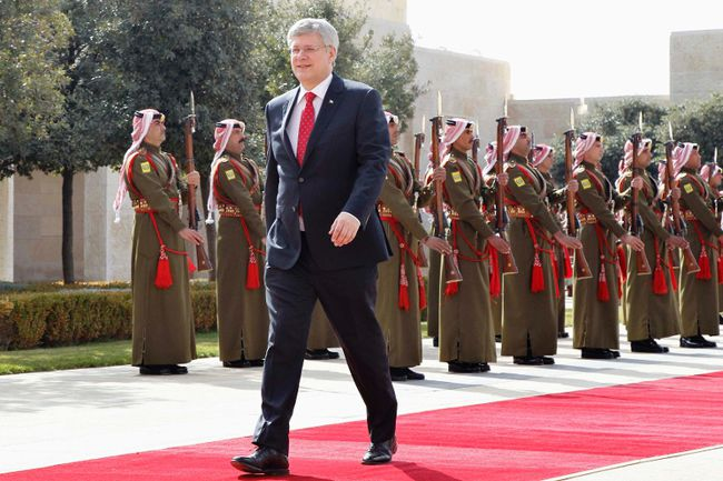 Canada's Prime Minister Stephen Harper walks after reviewing Bedouin honour guards during his visit to Jordan at the Royal Palace in Amman January 23, 2014. REUTERS/Muhammad Hamed