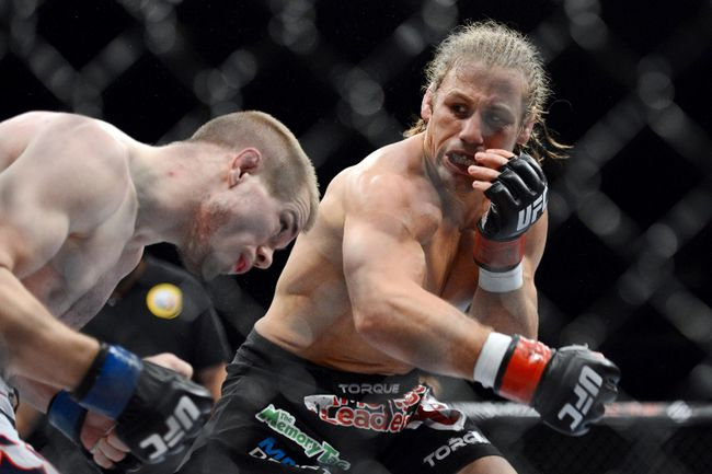 Urijah Faber (red gloves) fights Michael McDonald (blue gloves) during the bantamweight bout of the UFC on FOX 9 at Sleep Train Arena on December 14, 2013 in Sacramento, CA, USA. (Kyle Terada/USA TODAY Sports)