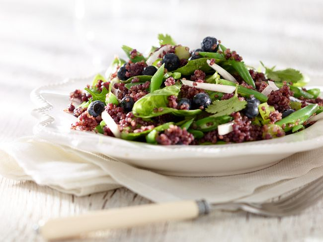 Quinoa Spinach Salad courtesy of Bloo pure blueberry juice. (Bloojuice.com)
