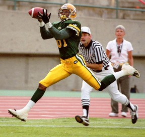 Ed Hervey, who was known for some aerobatics during his years as an Eskimos receiver, is especially drawn to skiing events featuring aerial turns and flips. (Edmonton Sun file)