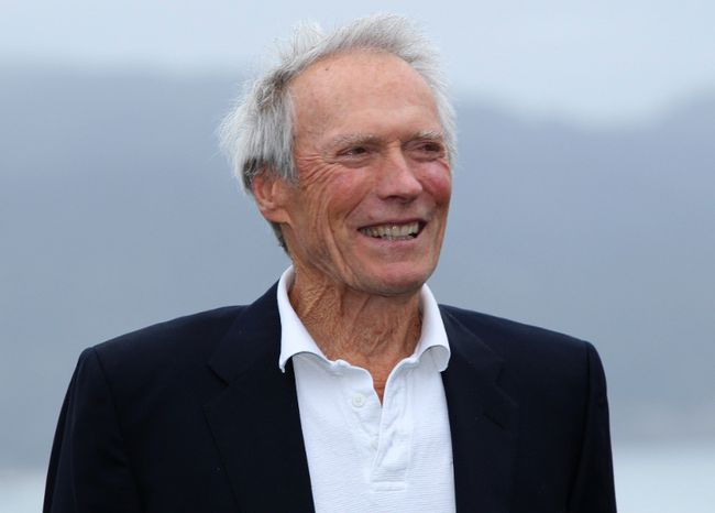 Actor Clint Eastwood attends the trophy ceremony for the Pebble Beach National Pro-Am in Pebble Beach, California, February 12, 2012. (REUTERS/Robert Galbraith)